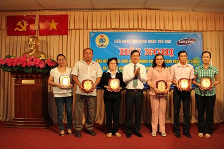 TDH nhận Kỷ niệm chương học bổng Nguyễn Đức Cảnh