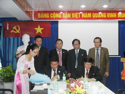 Lễ ký kết hợp đồng cho thuê TT. TMDV Hàng Xanh